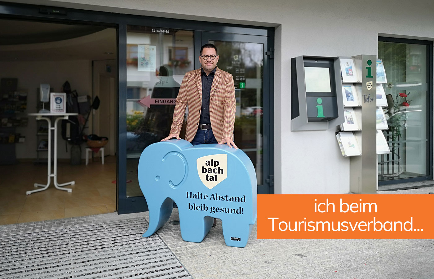 Babyelefant beim Tourismusverband